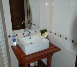 sinamay bathroom 1